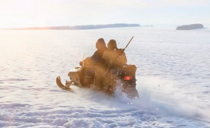 Катание на квадроцикле, кроссовом мотоцикле или снегоходе по трассе на выбор от компании Kvadrmoto. Скидка до 70%